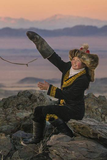 THE EAGLE HUNTRESS <span>(2016)</span> artwork